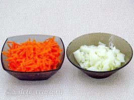 Слойки с печенью: Измельчить лук и морковь