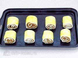 Слойки с печенью: Смазать маслом