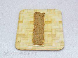 Слойки с печенью: Смазать начинкой лист теста