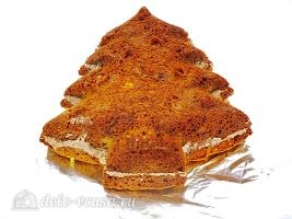 Новогодний торт Елочка: Накрыть верхним коржом