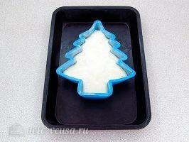 Новогодний торт Елочка: Перелить тесто в форму