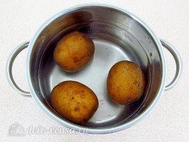Шарики из свеклы с сельдью: Отварить картошку