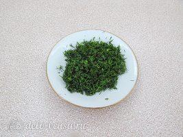 Творожная закуска на листьях салата: Измельчить укроп