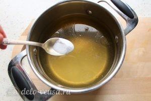 Заливное из курицы с желатином: Добавить соль
