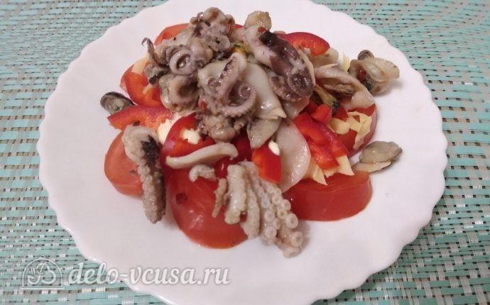 Салат Красное море с осьминогами и перцем