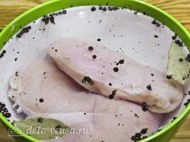 Бастурма из куриной грудки в духовке: Поместить мясо в рассол