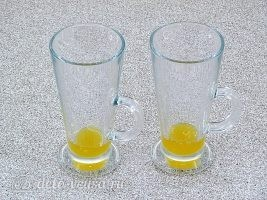 Глинтвейн с имбирем и апельсином: На дно бокала влить мед