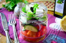 Греческий салат в банке
