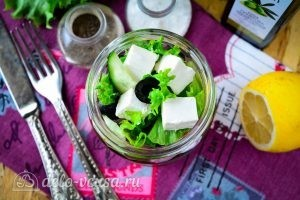 Греческий салат в банке готов