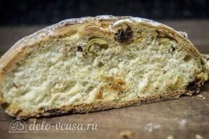 Хлеб с оливками и вялеными томатами готов