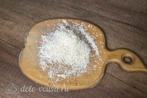 Картофель с пармезаном в духовке: Натереть сыр