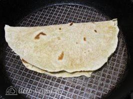 Кесадилья с курицей и сыром: Обжарить на сковороде