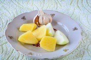 Котлеты из свинины с картофелем: Подготовить овощи