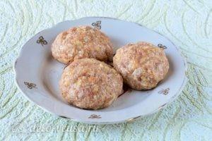 Котлеты из свинины с картофелем: Сформировать котлеты