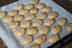 Котлеты из куриной грудки в духовке: Сформировать котлеты