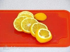 Лимон с сахаром в банке: Порезать лимоны ломтиками