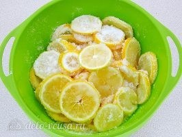 Лимон с сахаром в банке: Все хорошо перемешать