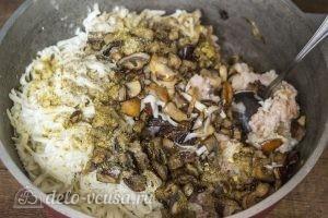 Мясной рулет с моцареллой, вялеными томатами и грибами: Добавить грибы