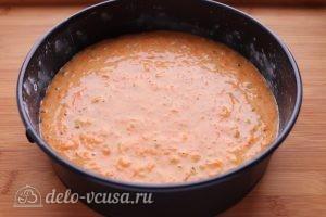 Морковный пирог с орехами: Перелить тесто в духовку