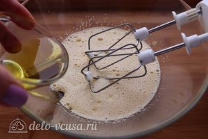 Морковный пирог с орехами: Добавить масло