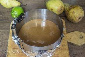 Муссовый торт Карамельная груша: Залить брауни карамелью