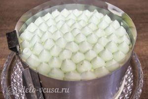 Муссовый торт Карамельная груша: Украсить торт грушевым муссом