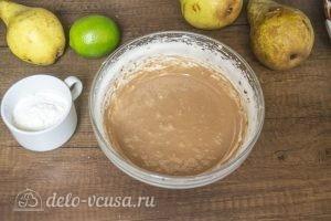 Муссовый торт Карамельная груша: Соединить шоколадную массу и яйца