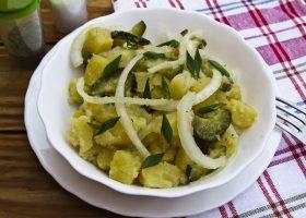Немецкий картофельный салат с соленым огурцом