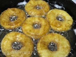 Сахарные пончики на кефире без дрожжей: фото к шагу 10.