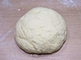 Сахарные пончики на кефире без дрожжей: фото к шагу 5.