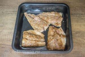 Пикантная скумбрия в духовке: фото к шагу 6.