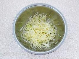 Слоеный салат с картофелем фри: фото к шагу 5