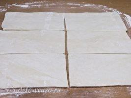 Сосиски в тесте Цветочки: Разрезать тесто