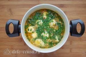 Суп с сырными клецками: Добавить зелень