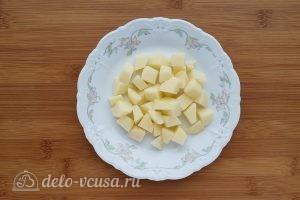 Суп с сырными клецками: Порезать картошку