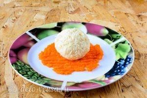 Закуска Мандарины: Кладем шарик в морковь
