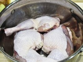 Бешбармак из курицы: Подготовить курицу