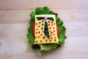 Бутерброды на 23 февраля: Поставить точки кетчупом