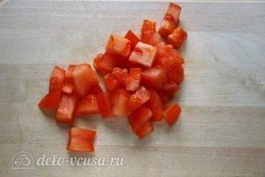 Греческий салат с брынзой: Порезать помидоры