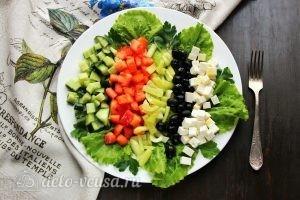 Греческий салат с брынзой готов