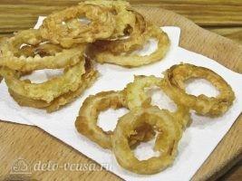 Луковые кольца в кляре на сковороде готовы