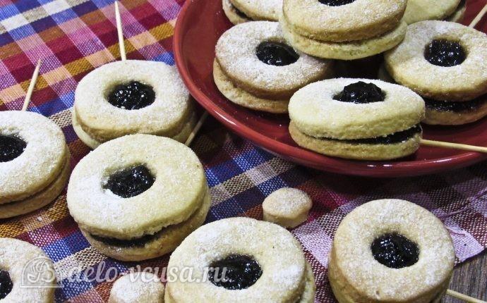 Песочное печенье на палочке