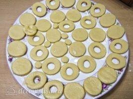 Песочное печенье на палочке: Охладить заготовки