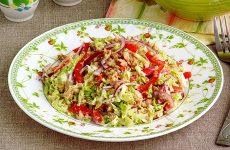 Салат из пекинской капусты с горбушей