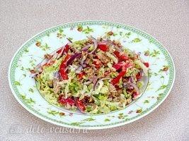 Салат из пекинской капусты с горбушей готов