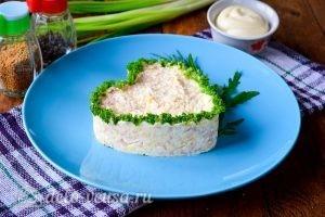 Салат в форме сердца: Украшаем зеленью