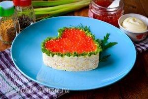 Салат в форме сердца готов