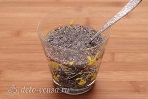 Смузи из киви с бананом и семенами чиа: Чиа залить водой
