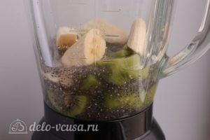 Смузи из киви с бананом и семенами чиа: Сложить все в блендер