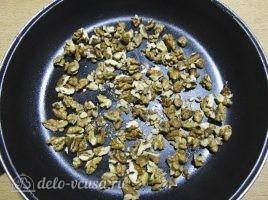 Салат из свеклы с грецкими орехами: Подсушить орехи
